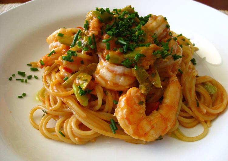Espaguetis con setas gambas y aguacate