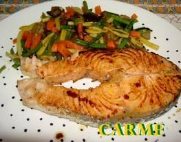 Salmón a la plancha con verduras salteadas