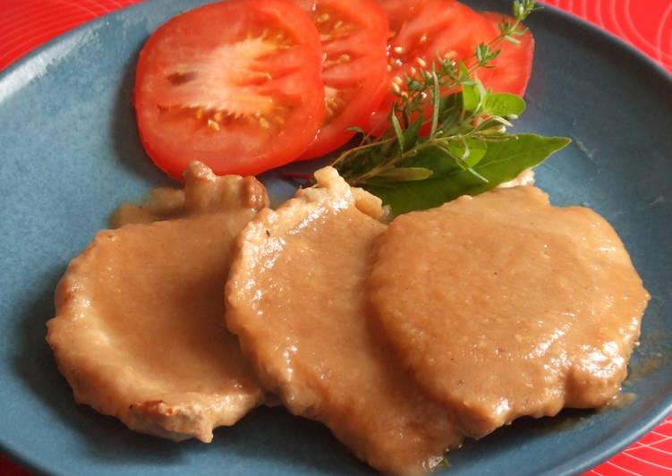 Filetes De Solomillo De Cerdo Con Salsa De Cebolla Al Vino