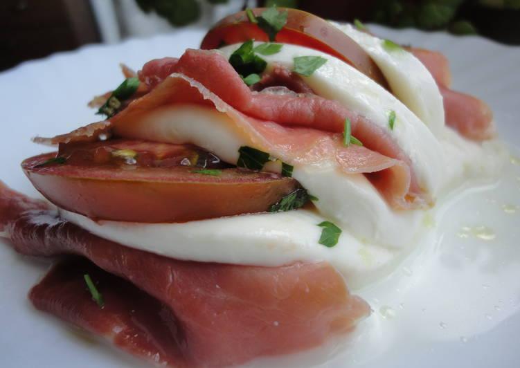 Mozzarella rellena de jamón y tomate
