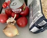 Makaron z sosem z tuńczyka i świeżych malinowych pomidorów krok przepisu 1 zdjęcie