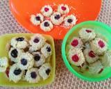 Bluberry Strawberry ThumbPrint cookies with cheese langkah memasak 6 foto