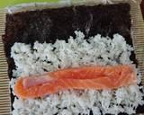 Sushi cá hồi chiên xù bước làm 2 hình