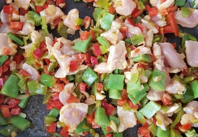 2 Arroz Especiado Con Pollo Y Verduras