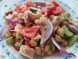 Foto del paso 6 de la receta Ensalada de garbanzos con aguacate y atún