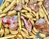 Kawałki kurczaka pieczone na cukinii i ziemniakach krok przepisu 2 zdjęcie