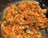 Makaron z sosem z tuńczyka i świeżych malinowych pomidorów krok przepisu 3 zdjęcie