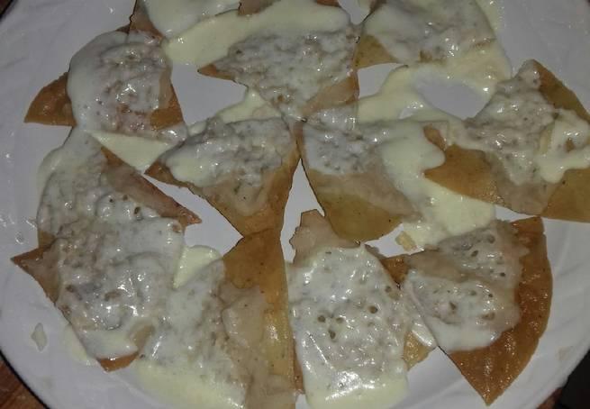 7 Nachos Con Salsa Mexicana Y Salchicha