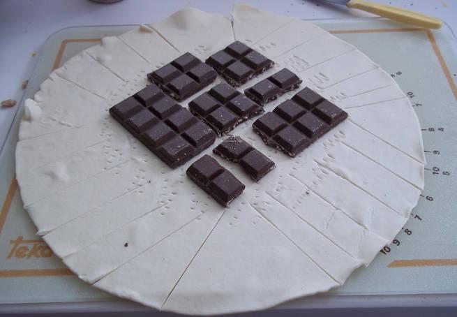 2 Pliegue De Masa De Hojaldre Con Tableta De Chocolate
