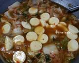 Sundubu Jjigae (sup tahu pedas Korea) langkah memasak 3 foto