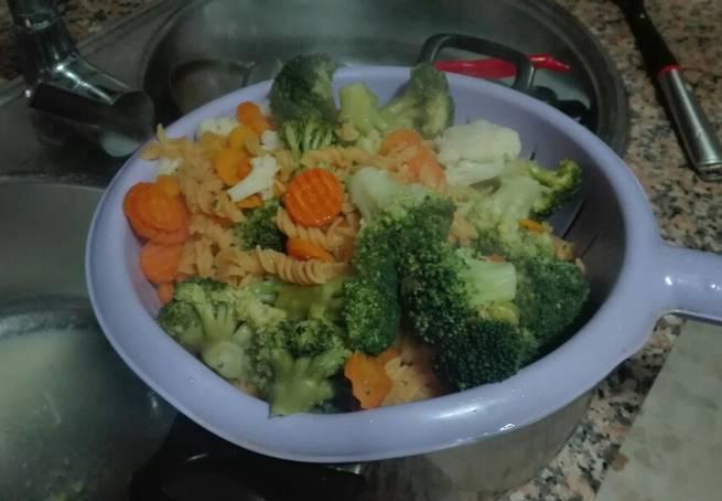 2 Menestra De Coliflor, Brócoli Y Zanahorias Con Espirales De Lentjejas