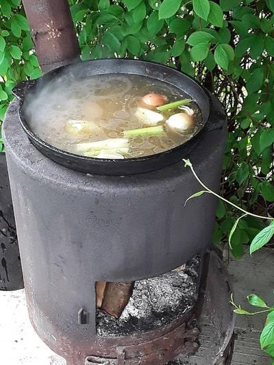 Суп из бычьего хвоста в казане