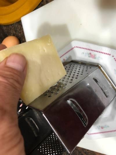 Tortilla francesa rellena de bacon y queso