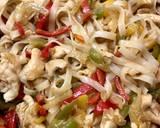 Makaron ryżowy z kurczakiem i warzywami krok przepisu 6 zdjęcie