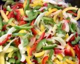 Makaron ryżowy z kurczakiem i warzywami krok przepisu 4 zdjęcie