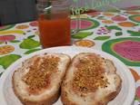 Foto del paso 1 de la receta Tostadas con mantequilla, dulce de pétalos de amapola y polen