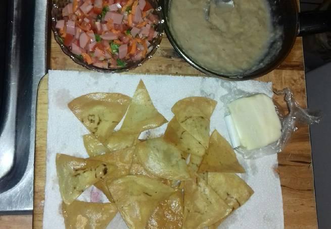 5 Nachos Con Salsa Mexicana Y Salchicha